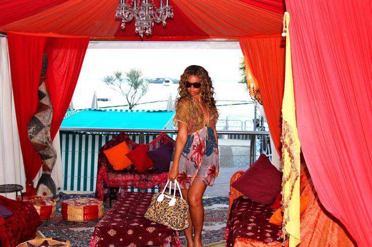 This would be an amazing set up for an adults birthday party.   Beyoncé | I Am