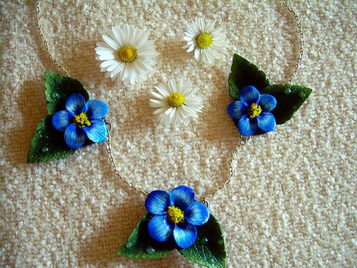Collana con fiori blu in pasta di mais di NiniArtBijoux su Etsy