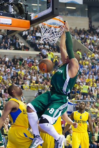 Mike Batiste Slam Dunk. The Euroleague Final Four 2011 was espectacular