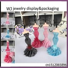 Maniquí vestido de presentación joyería collar pendiente elegante pulsera de…