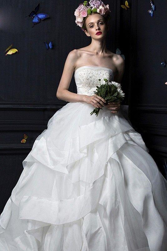 ウェディングドレス 豪華な フリル ボールガウン ベアトップ オーガンザ チャペル レースアップ ノースリーブ 花嫁 二次会 ドレス ビーズ付き wht0007