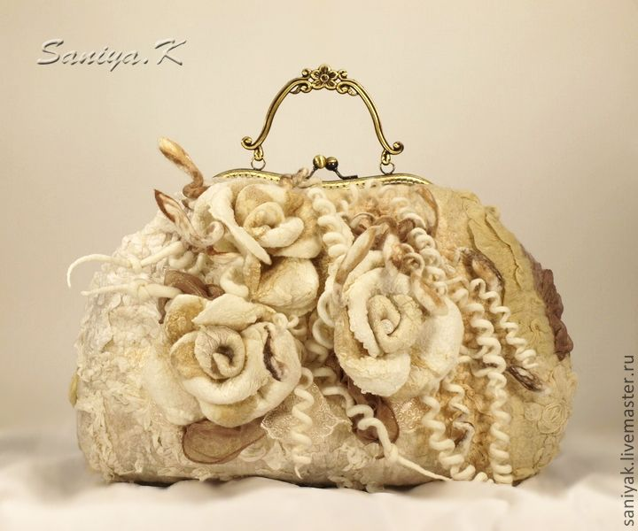 Stunning gorgeous felt bag. This is definitely worth trying to recreate.