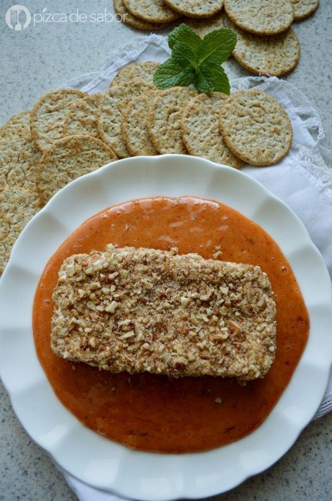 Queso crema con nuez en salsa de chabacano al chipotle | http://www.pizcadesabor.com/2014/12/01/queso-crema-con-nuez-en-salsa-de-chabacano-al-chipotle/