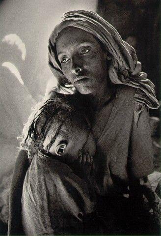 Children's wasd in Korem refugee camp, Ethiopia, 190s, by Sebastiao Selgado.