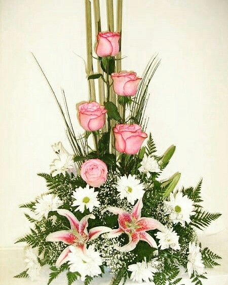 High style design of roses and lilies bouquet for Gifting on wedding anniversaries. #pinktheme #Kanpur #InspiredFloralCreations