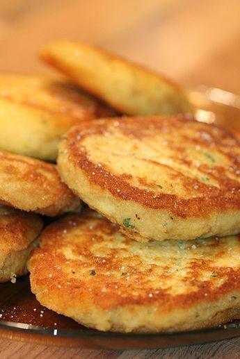 Efter gårdagens fiskmiddag blev det potatismos över och inte kasta för guds skull!! :D Ett gott hemmagjort mos med en klick smör och äggula samt finhackad persilja blir perfekt att steka upp lite p…