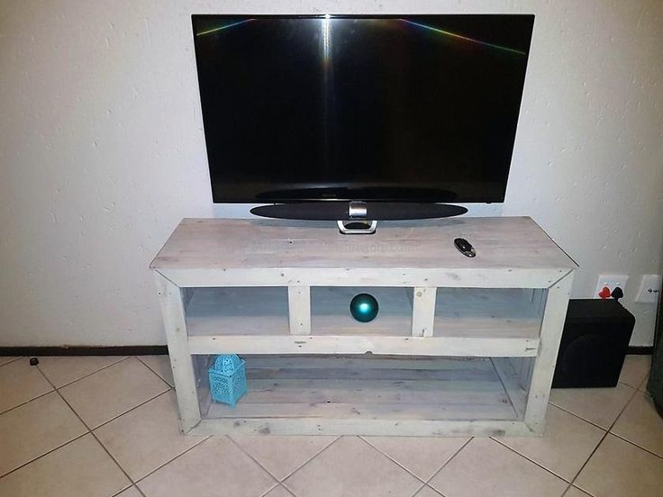 1000 ideas about pallet tv stands on pinterest pallet for Diy pallet tv stand instructions