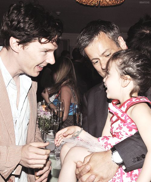 Benedict with Rupert Graves and Rupert's adorable little girl, Ella. I'm dying of feels. This is the most adorable thing ever!!!.