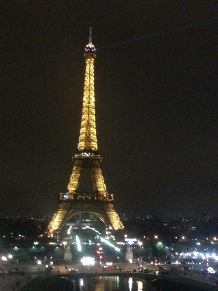 I want to go to the monument/Landmark in Paris, around the area and also up on top of the towel.