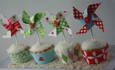xStrawberry Pinwheel Cupcake Topper Tray (Mini Lolliwhirls)sm