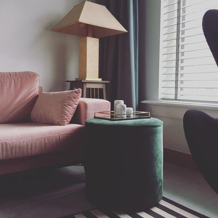 53 vind-ik-leuks, 6 reacties - ⚡️Pien Essink⚡️ (@studio_pien) op Instagram: 'Velvet crush. • • • #interior #interieur #interiorstyling #interiordesigner #velvet #pink #green…'