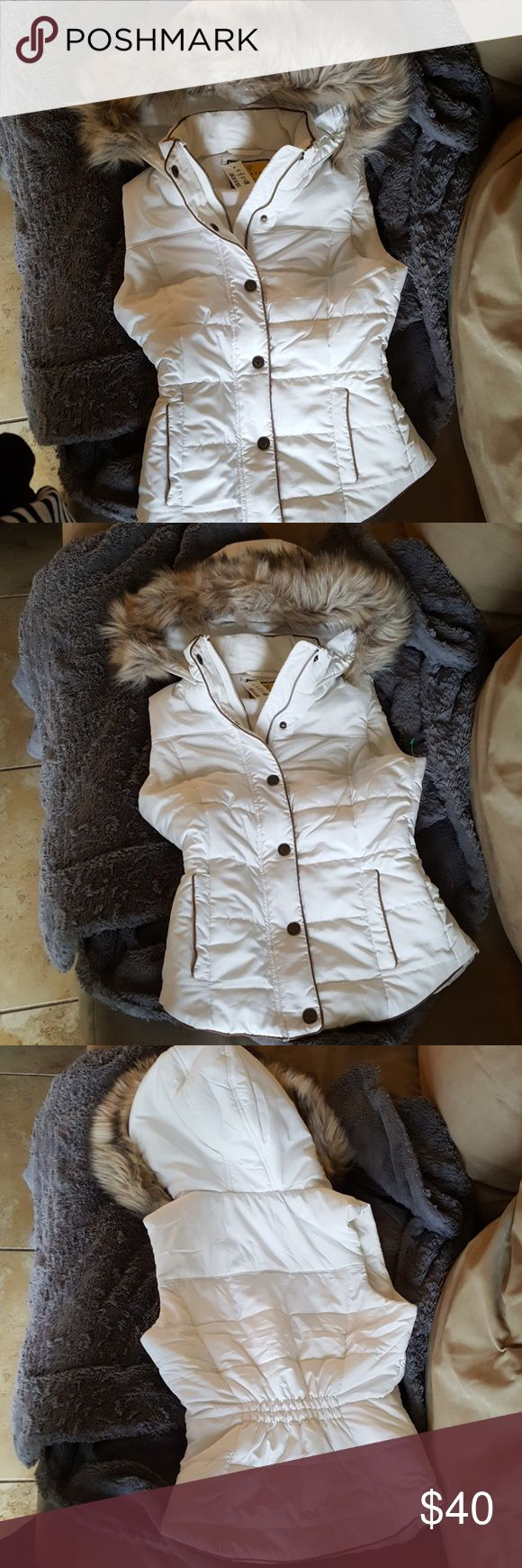 """AERO cream prince & fox faux fur puffer vest XS It features a buttoned storm flap and quilted design to keep you toasty; removable faux fur and contrasting trim elevate this cool weather staple's style.  Slim fit. Approx. length: 24"""" Style: 2224. Imported.  Shell, Lining & Fill: 100% polyester. Faux Fur: 55% modacrylic, 32% acrylic, 13% polyester. Machine wash/dry. Aeropostale Jackets & Coats Vests"""