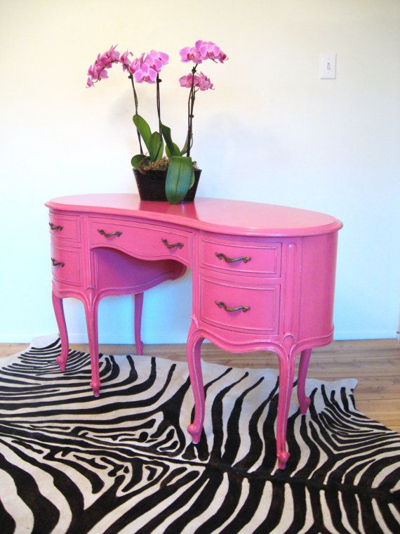Vintage Hollywood Regency French Style Hot Pink Vanity/Desk: Style Hot, French Style