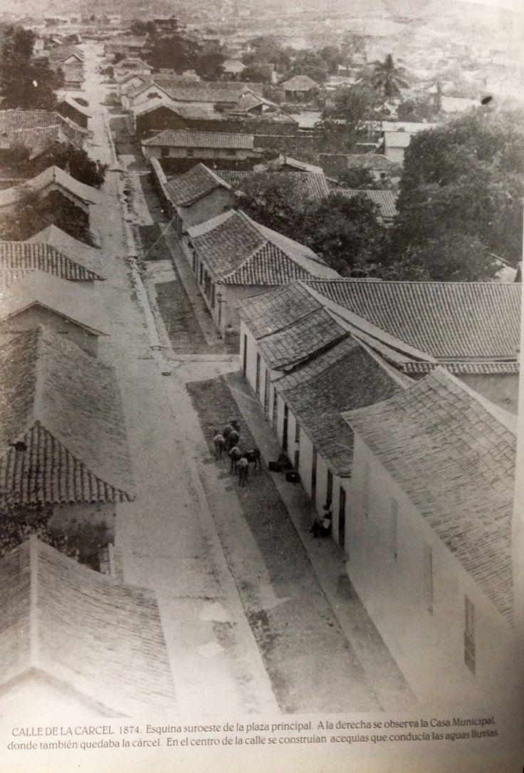 Calle de la cárcel. 1874. Esquina suroeste de la plaza principal