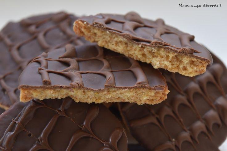 Les granolas sont les biscuits que je préférais lorsque j'étais enfant ! Il m'était impossible d'y résister… Remarquez je n'y résiste pas plus aujourd'hui…la seule différence je n'en achète plus…comme ça pas de tentation…car si je commence le paquet je ne peux pas m'empêcher de le terminer et aie aie aie les hanches !!! Mais …