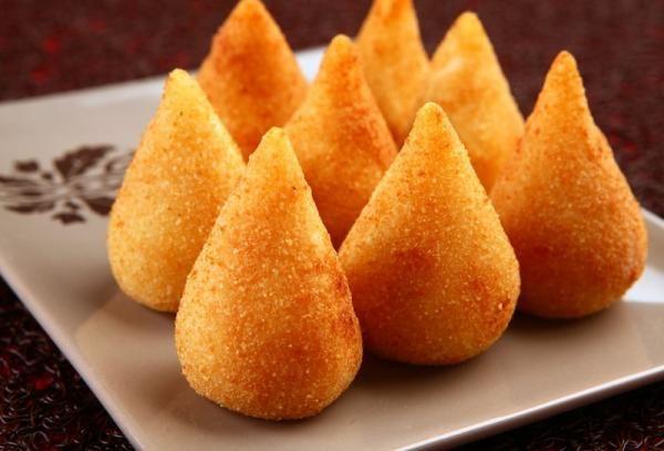 Aprenda a preparar coxinha simples com esta excelente e fácil receita. Quem resiste a uma deliciosa coxinha de frango? Esse quitute brasileiro é fácil de preparar e...