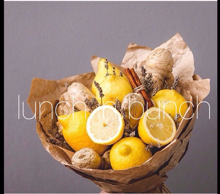 Лимон-имбирь.все просто и понятно .Лимонад,чай или витаминная настойка