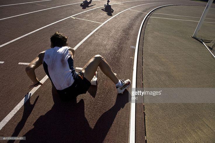 Foto de stock : Male athlete on race track