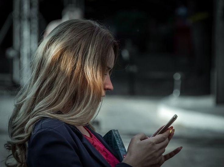 Dipendenza da smartphone: ecco i cinque campanelli d'allarme