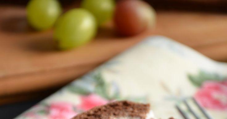 """Dobre ciasto, bo szybkie, smaczne i bardzo łatwe. Kiedy się chce zabrać coś na spotkanie z przyjaciółmi, nie iść z """"pustą ręką"""" nada się ide..."""
