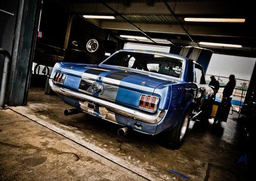 Mustang race garage