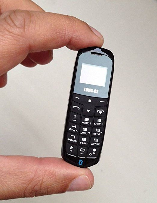 Pggpo - Il più piccolo e il più sottile telefono cellulare al mondo, 3in 1, Mod. LONG-CZ J8, colore: nero, sbloccato, con funzione hands free, Bluetooth dialer + Bluetooth headphone, Radio FM, Scheda SIM micro, WCDMA e GSM, peso: 18 grammi, materiale: plastica (lingua italiana non garantita)