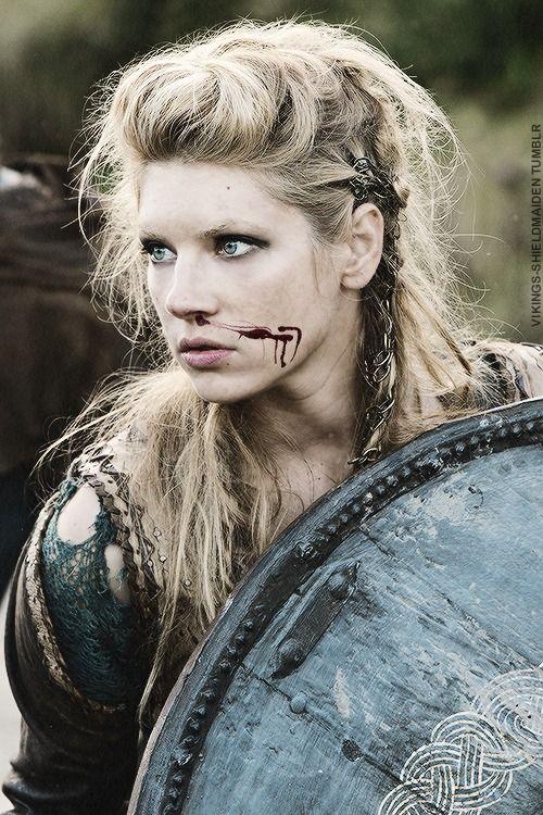 #vikings-shieldmaiden:  #Lagertha's career as a warrior began when Frø, king of Sweden, invaded#Norwayand killed the Norwegian kingSiward. F...
