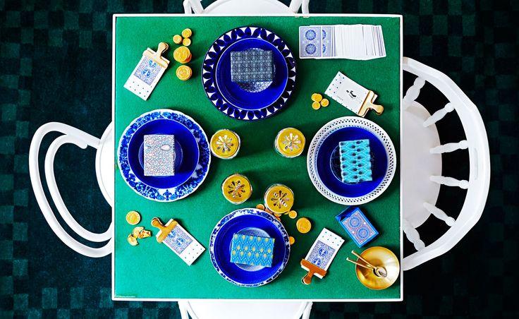 Table setting for card game night. Anna-Kaisa Melvas, photo Päivi Anita Ristell / Glorian koti
