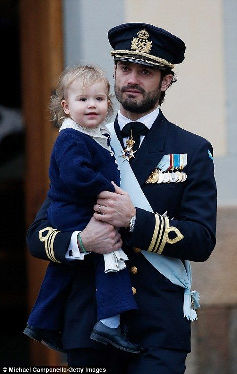 The couple's oldest child Prince Alexander was adorable in a navy knitted sailor outfit