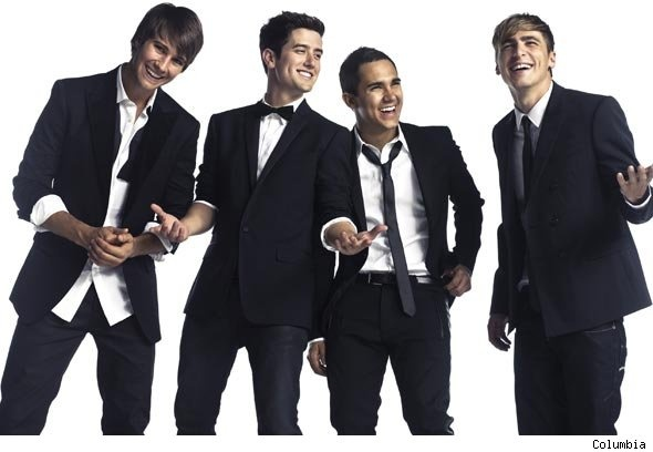 yep...kendall standing awkwardly to the side gotta love them!