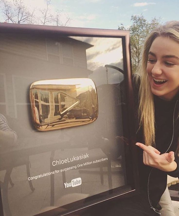 Chloe received her Gold YouTube Play button yesterday to mark her hitting 1 MILLION subscribers on her YouTube channel