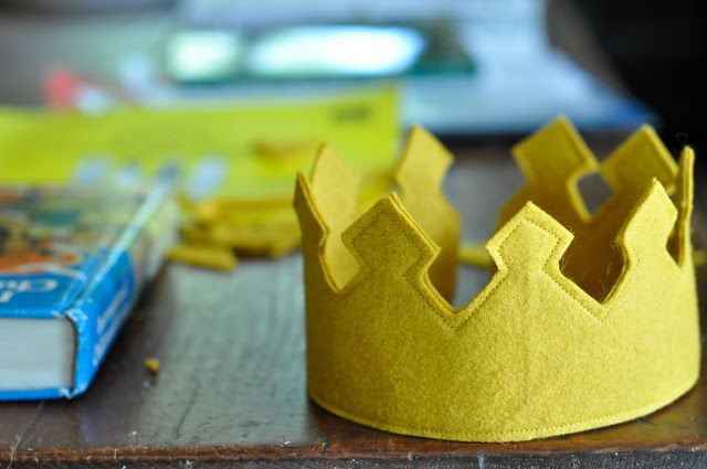 Felt King's crown tutorial...I'm pretty sure I've got some nice yellow wool felt in my stash (fingers crossed)