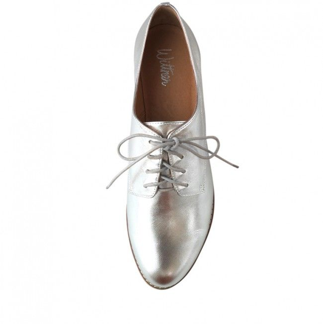 This street chic oxford is crafted from stunning silver leather with contrasting beige laces. Holland features a contrasting stacked heel and rand, perfect for a polished casual look.  Leather Upper Leather Lining Padded Footbed Spanish Resin Sole