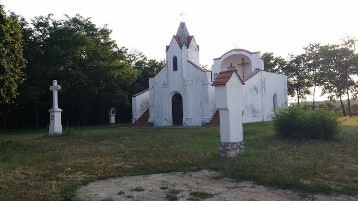 Koppány kápolna esti fényben, Bakonyszücs