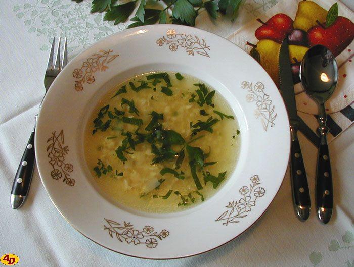 Rychlá vaječná polévka s libečkem