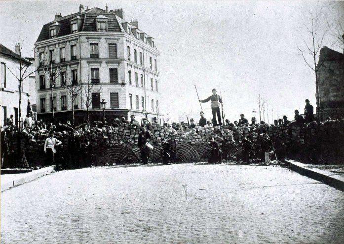 #CeJourLa de 1848, c'est le début des barricades lors de l'insurrection ouvrière de Paris https://www.histoire-image.org/etudes/image-commune-barricade-boulevard-puebla …