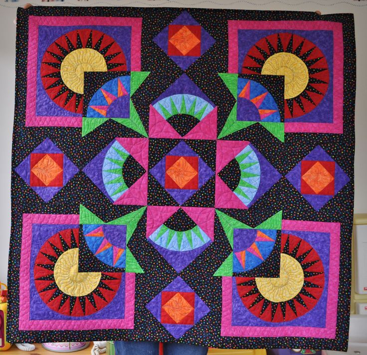 New York Beauty Quilt.  From Linda Hahn book New York Beauty Diversified.  Domestic machine quilting.