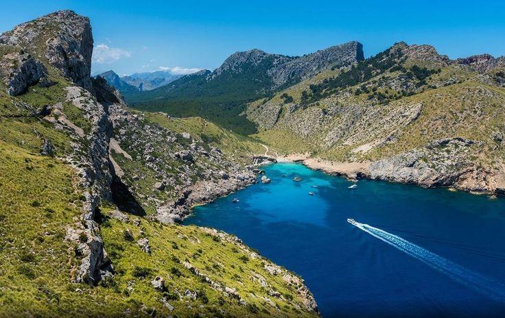 Irresistible tú que como el mar por mucho que te conozca siempre hay misterios por descubrir... #mallorca #capformentor #baleares #isla #panoramica #mar #mediterraneo #island #panoramic #sea #mediterranean