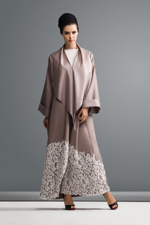 Top 10 Abayas to Add Some Color to Your Summer Look
