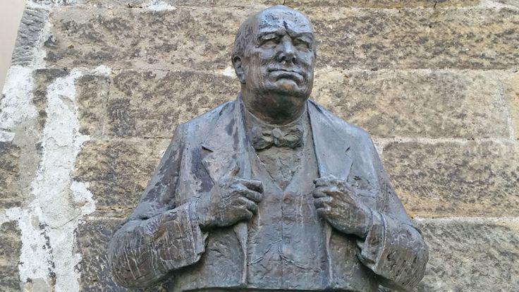 The Winston Churchill bust in Thunovska outside the British Embassy.
