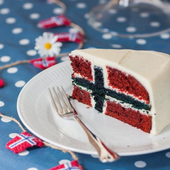 A red and blue velvet Norwegian flag cake for the Norwegian national day on may 17th. Step by step instruction on the blog.