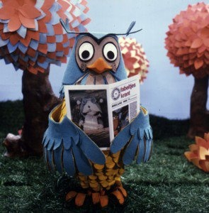 Fabeltjeskrant: A talking Owl being an Anchorman for the Fable-news...