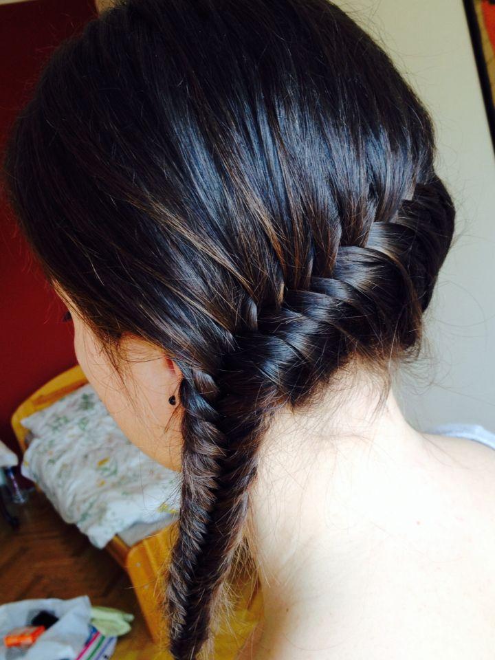 >Fishtail braid<