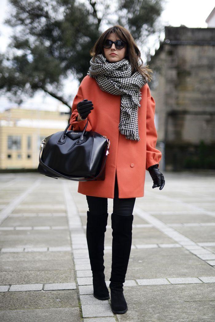 オレンジのコートに映える千鳥格子柄ストール! 千鳥格子スタイルのコーデ参考ファッション♪