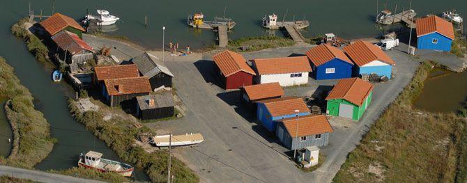 Cabanes ostréicoles au port de Chaillevette