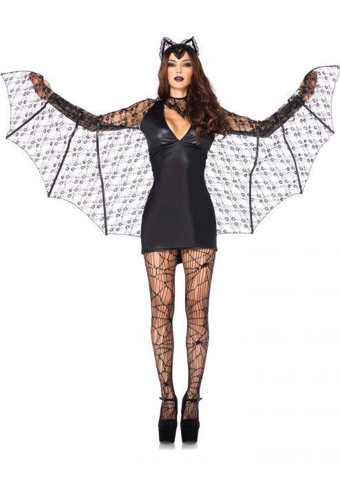 Vleermuis Kostuum Een stijlvolle sexy vleermuis kostuum in een wet look jurkje met kanten afwerking. De oortjes zijn bevestigd op een losse diadeem, het neksieraad sluit je in de nek en zijn inbegrepen. Het jurkje heeft aangehechten mouwen met de kanten vleugels die doorlopen aan de zijkant van het jurkje. Een super ouftit voor zowel carnaval als Halloween en verschillende thema feesten. Geproduceerd door Leg Avenue.