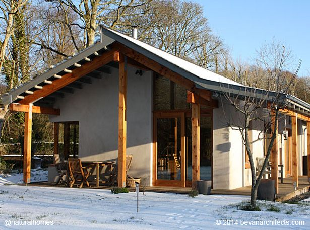 This is a hempcrete cottage. Hempcrete is a mixture of hemp and lime, a lightweight construction material that can be used for walls, insulation of roofs and floors and as part of timber-framed buildings. More, including video, at www.naturalhomes.org/naturalhomes3rd.htm#hempcrete