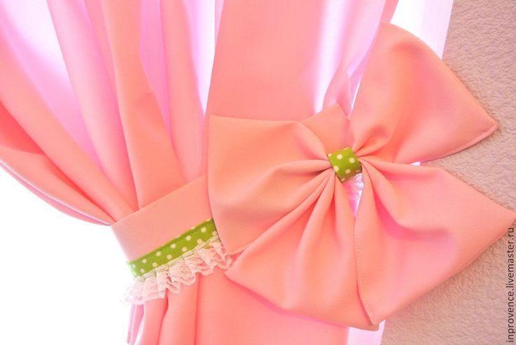 Купить или заказать Шторы розовые в детскую для девочки с подхватами Шебби Шик, Прованс в интернет-магазине на Ярмарке Мастеров. Шторы розовые в детскую для девочки с подхватами Шебби Шик, Прованс Данные шторы были выполнены мною на заказ для двух маленьких принцесс. В интерьере присутствовал зеленый цвет, именно это и обусловило наличие зеленых в горошек вставок на ламбрекене и подхватах. Подхваты и банты на них дублированы, поэтому очень хорошо держат форму. Ламбрекен изобилует рюшами и…