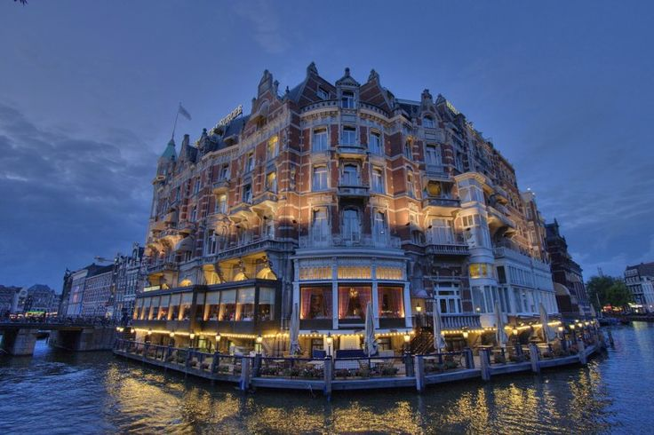 hotel-de-leurope-amsterdam-by-night