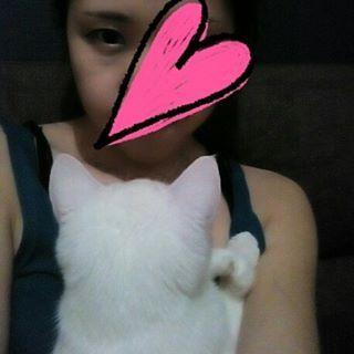 そんで、#ベッタリ#見つめてくる  #猫#白猫#愛猫#家猫#ペット#雄#男の子#男子#イケメン#美猫#サラン#家族#息子#オチビ#彼氏#恋人#相棒#ラブラブ#大好き#宝物#デレデレ#可愛い#可愛すぎる#天使#親バカ#甘えん坊#寂しがりや  あぁ、かわいい♡←